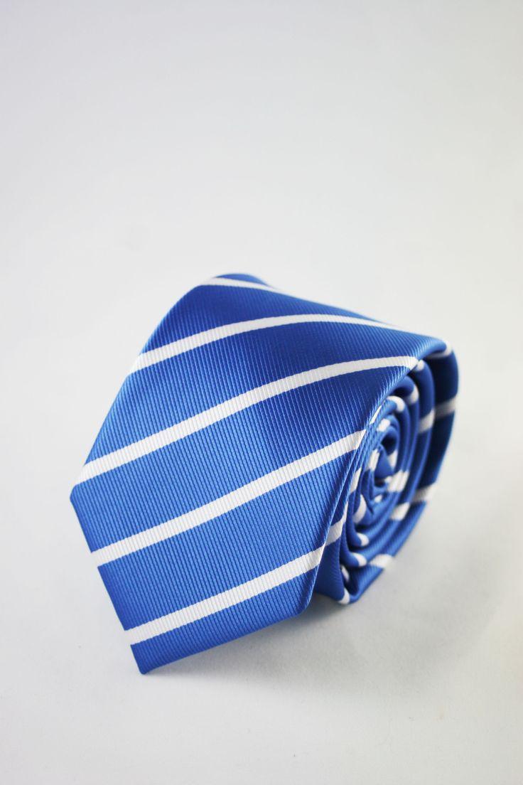 moda masculina corbata azul https://www.corbatasygemelos.es/corbatas-estrechas/667-corbata-hombre-estrecha-azul-rayas.html