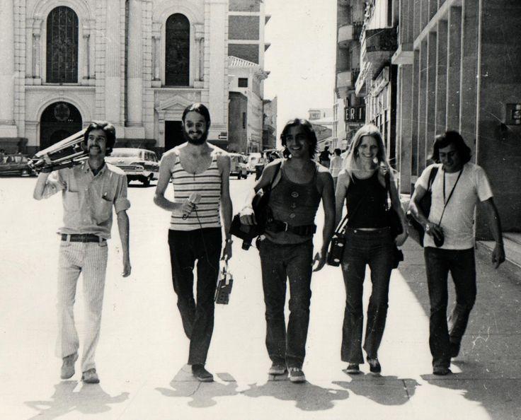 Después de hablar con cineastas, críticos y con Luis Ospina, les explicamos por qué, después de más de 40 años, seguimos hablando de una generación que mandó (y manda) la parada en cine, literatura y arte en Cali.