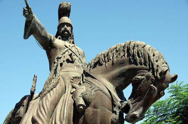Het beeld van Theódoros Kolokotrónis.  Theodoros Kolokotronis was een prominente Griekse patriot ten tijde van de Griekse Onafhankelijkheidsoorlog.