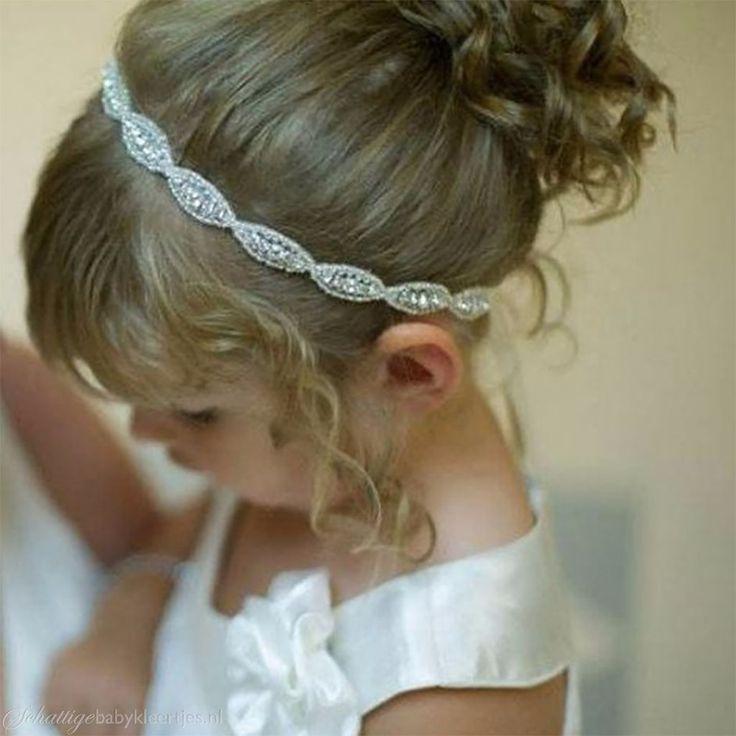 Zoekt u een lief baby haarbandje? Of juiste voor uw oudere dochter? We hebben een grote collectie met alle soorten, maten en kleuren. Goedkoop en snel geleverd. Shop nu!