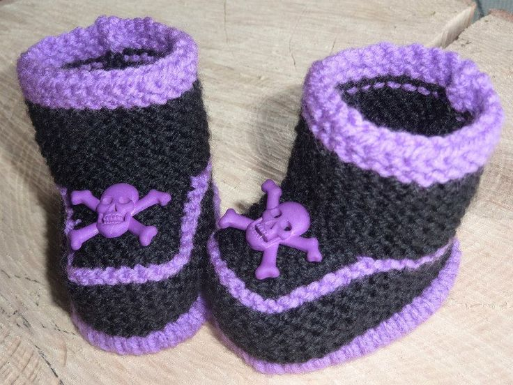 Knitted Baby Booties, Baby Skull Booties. Gothic Baby Booties, Hand Knitted Baby Boots - pinned by pin4etsy.com