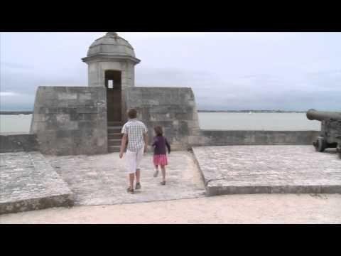 Situé à Bourcefranc-Le Chapus, au pied du pont de l'île d'Oléron, le Fort Louvois est un site incontournable du bassin de Marennes. Imaginé par Vauban, il est le petit frère du Fort Boyard !