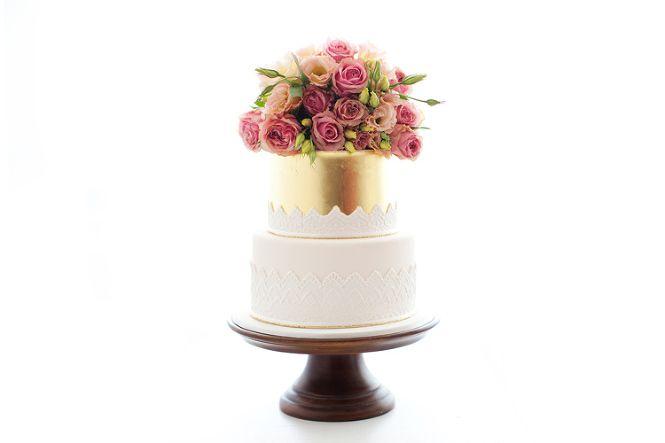 Vintage Bride ~ Cake by The Cake that Ate Paris [thecakethatateparis.com.au] ~ [vintagebridemag.com.au] ~ #vintagebride #vintagewedding
