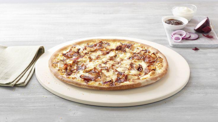 Pizza «CremoZZa BBQ» – Crème fraîche, Mozzarella, Chicken, Bacon, Onions, Barbecue Sauce –Sizes: S - 25cm, M - 30cm, L - 35cm