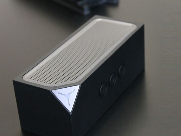 Cubedge EDGE.sound Bluetooth Speakers - Features include: No more docking or plugging in; 10hrs of battery life; attach the EDGE solar panel and keep it charged as long as you are under the sun; EDGE.sound is versatile and will support any device that is Bluetooth-enabled. iPhone, iPod, iPad, Android smartphones and tablets…you name it.   via Yanko Design