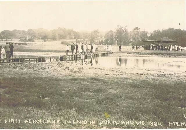 First aeroplane landing in Portland, 1920 beside the lagoon.