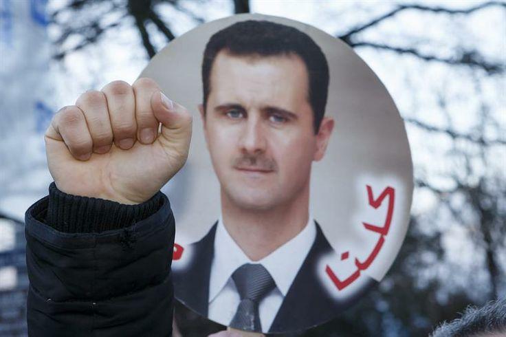 Simpatizantes del presidente sirio Bashar al Assad manifiestan apoyo en el lugar donde se celebra la conferencia de paz Ginebra II para Siria en Montreux (Suiza). (Foto: EFE)