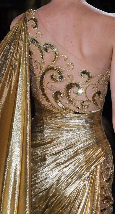 notordinaryfashion:  coco-is-haute:  Zuhair Murad Haute Couture S/S 2013  Beautiful Detail