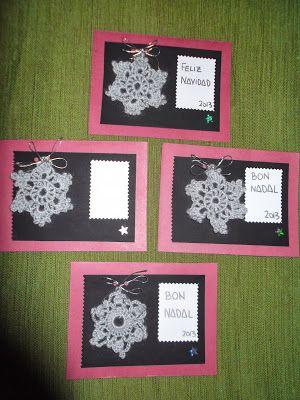 Tarjetas de Navidad: hechas en casa para el 2013. Papel, cartulina, rotulador plata, cinta adhesiva de colores, cinta plateada, perforadora, pegamento, tijeras, ganchillo y lana.