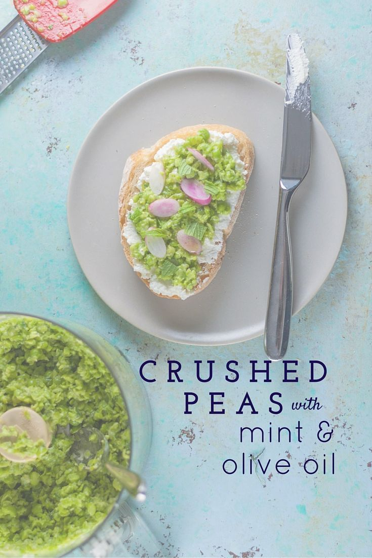 Crushed Peas with Mint and Olive OIl. A fresh five-minute spread that's lovely on toast, crackers, pita chips. Vegan, gluten free, vegetarian, dairy free. From Blossom to Stem | www.blossomtostem.net
