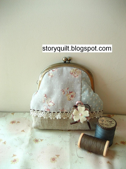 Lovely Coin purse by STORY QUILT, via Flickr