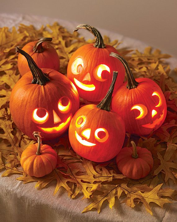 Add a centerpiece of a pack o' lanterns to your table. These toothy little guys will enliven the whole room.Print the Mini Jack-o'-Lantern Templates