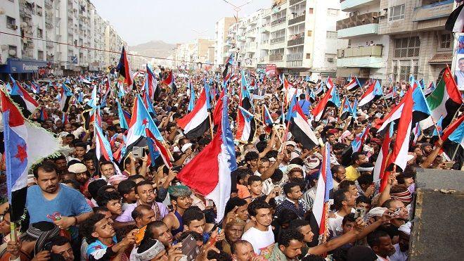 الجنوبيون يطالبون بريطانيا والمجتمع الدولي بمحاكمة مجرمي الحرب حزب الإصلاح جرائم الحوثي المجلس الانتقالي الجنوبي Www Alayyam Info Times Square Landmarks