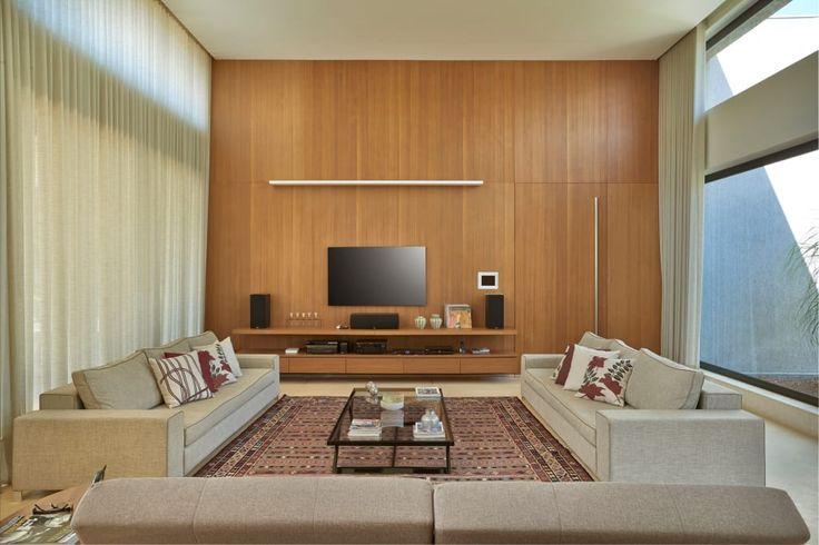 Buscá imágenes de diseños de Salas multimedia estilo moderno de Beth Marquez Interiores. Encontrá las mejores fotos para inspirarte y creá tu hogar perfecto.