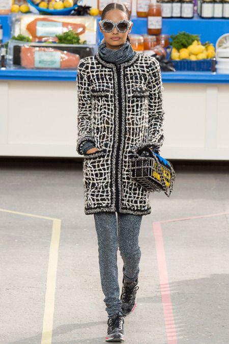 Que pensez-vous du défilé de Chanel AH/2014? Qu'est-ce que la thématique du Supermarché de luxe dit sur notre société? #fashion #questions