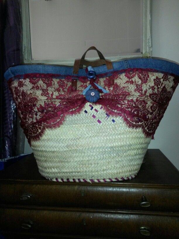 Capazo forrado y decorado con encaje de seda