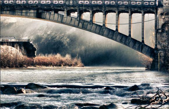 Belluno. Il Piave d' inverno col Ponte della Vittoria.