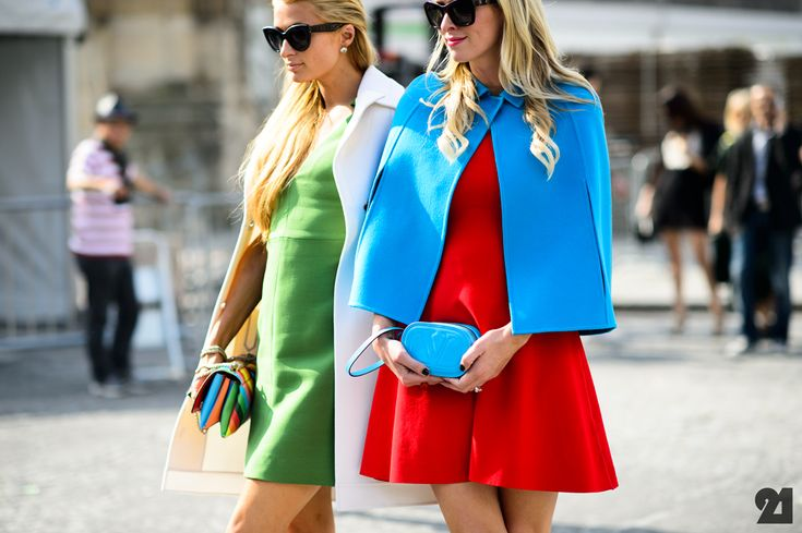 Heiress sisters before Valentino