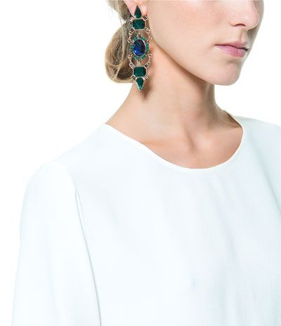 These totally remind me of the emerald earrings Beyonce wore the this year's inauguration. I NEED!