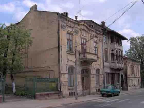 Casa Grigorescu, pe str. Unirii, construita in anul 1908. - 100-150 Year old houses, preserved by Craiova. Visit our website to see the city where we have our daily lives. www.iCraiova.com