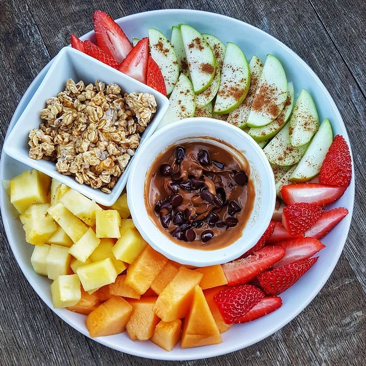 Snack o'clock! Yum. I love fresh fruit, eat it every single day!  Snacking on a delicious plate of choc chip peanutbutter, honey granola, fresh ap...