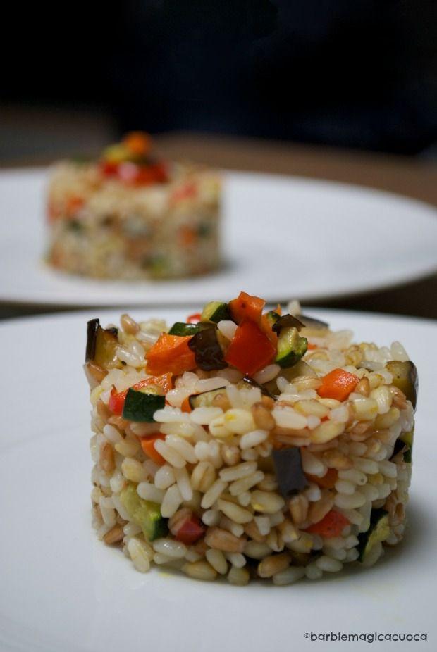 Insalata di riso, farro e orzo con verdure croccanti