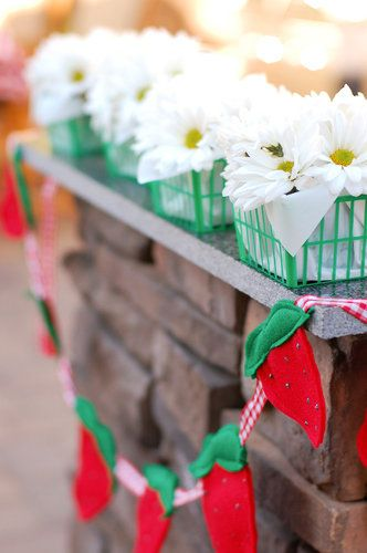 love this garland & strawberry baskets #strawberry shortcake #party