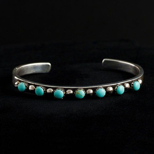 LOVELY! #bracelets #turquoise #silver #jewelry #bijuterii #turcoaz Bratara fixa ajustabila din argint cu turcoaz doar pe www.silverbox.ro