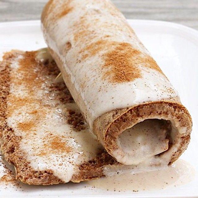 WEBSTA @ minrebolledo - Cinnamon Roll alto en proteínas y bajo en carbos! 😋😋😋 Estos rollitos de canela quedan súper saludables y ultra sabrosos, tiene que probarlos.Para hacer el rollo:👇Licúa en la procesadora o licuadora: 3 claras de huevos, 1 huevo completo, 2 scoops de proteína de vainilla (whey protein), 1/2 taza de harina de almendras, 1 cucharadita de bicarbonato de sodio, 1 cucharadita de extracto de vanilla sin azúcar, 1 cucharadita de canela en polvo, 1/4 taza de leche de…