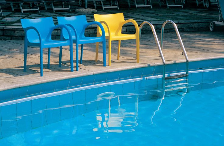 Poppy Star chairs by the pool: funny but also comfortable. The frame is made possible through the use of the latest generation of ''air moulding'' technology. More on: http://www.segis.it/en/products/details/1029/PoppyStar/