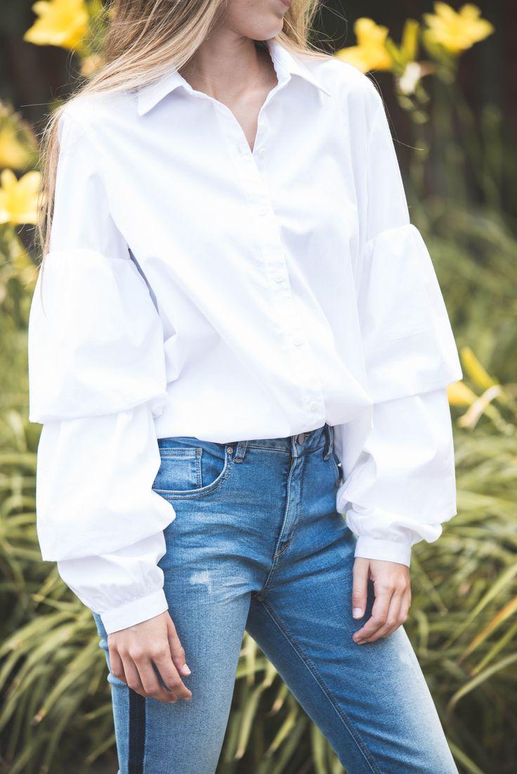 White blouse: NAF NAF LATAM / Street Style