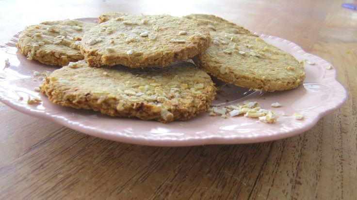 Havermout koekjes recept! Zelf koekjes bakken is zo leuk. Deze verleidelijke koekjes zijn puur en gezond, e-nummervrij en natuurlijk gezoet.