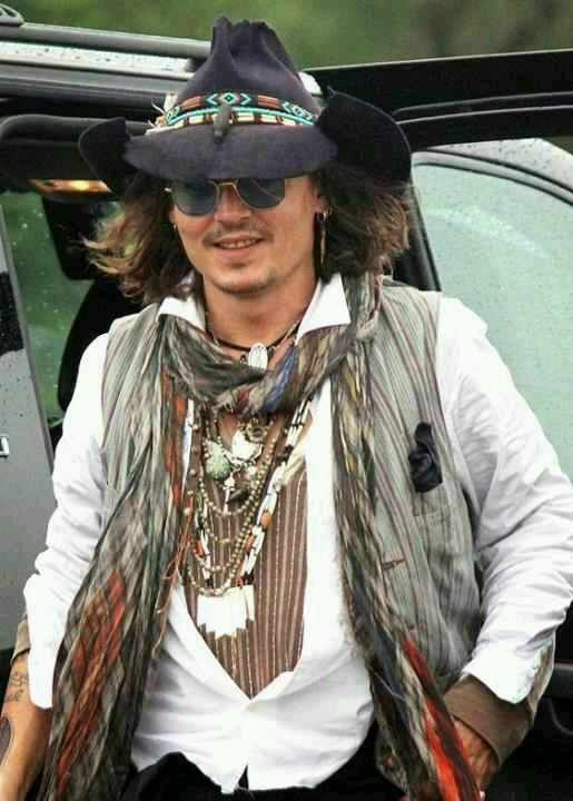 How to dress like a celebrities male in necklace