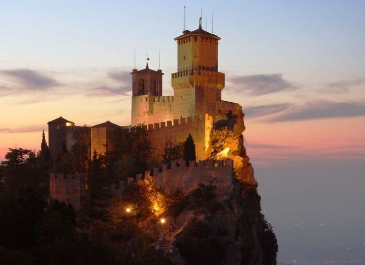 Consisting of three towers, this magnificent castle overlooks the Italian city of San Marino. Though it has gone through many changes throughout history, parts of the castle date back to the 11th century. Its grounds includes both a watch tower and a bell tower, St. Barbara's Chapel, and a fortress which served as a prison.