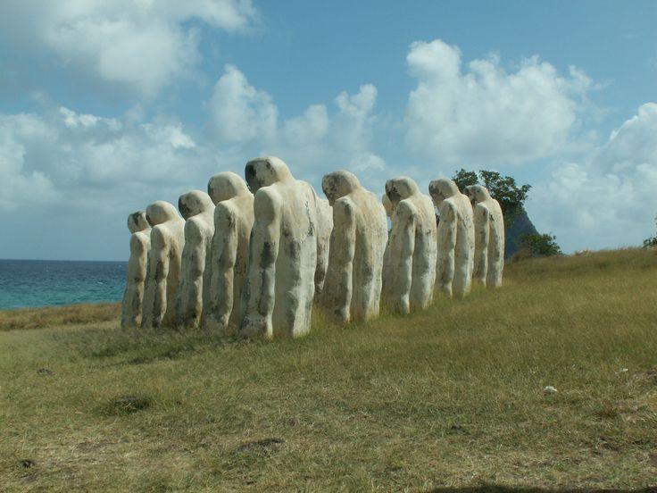 Martinique, mémorial de l'anse Cafard, Diamant. En mémoire d'un bateau négrier qui a sombré à cet endroit, noyant de nombreux esclaves enchaînés, alors que l'esclavage avait déjà été aboli. Photo F Bertel, 2010