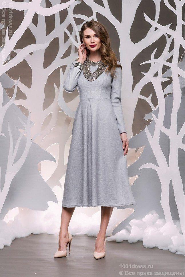 Серое платье длины миди с длинными рукавами