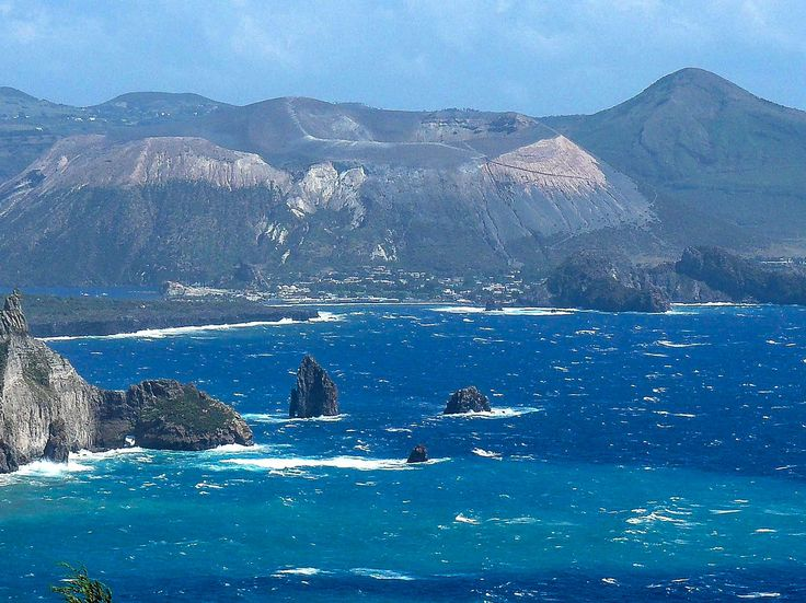 Isole Eolie - Vulcano visto da Lipari