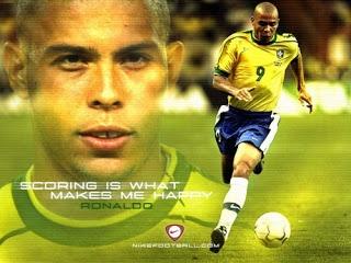 """Dezoito anos depois de sua estreia pelo Cruzeiro, mais de 400 gols em sete clubes e na seleção brasileira, incluindo quinze gols em Copas, e três vezes melhor jogador do mundo (1996, 1997 e 2002), o atacante do Corinthians cedeu ao cansaço. """"Não aguento mais"""", disse ele,  """"Eu queria continuar, mas não consigo. Penso uma jogada, mas não executo como quero. Tá na hora. Mas foi lindo pra caramba."""""""