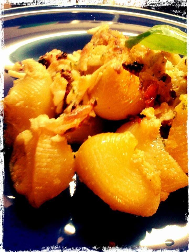 Pasta al horno rellena de alcachofas y tomate seco
