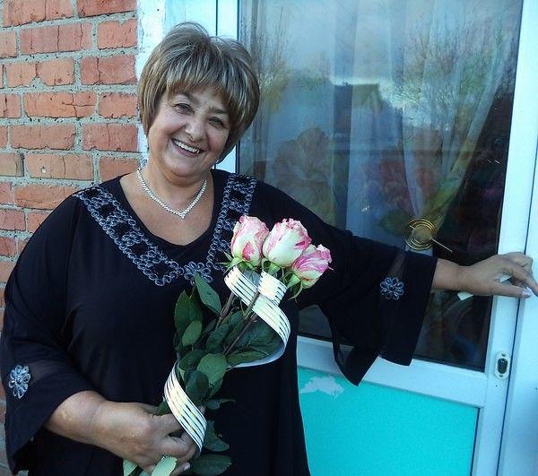Отзывы наших потребителей  Степанкова Надежда Патровна  Возраст: 61 год.  Состояние здоровья до и после апробации аппарата:  С 84-го года страдаю тромбофлебитом. Сначала отекала нога, потом стала появляться язва, которая в одном месте заживала, а в другом снова появлялась. В последнее время язва не заживала 1,5 года. Мазала гелием, прижигала марганцовкой, но уже ничего не помогало. Язва была настолько болезненной, что дотронуться было невозможно. Всю зиму пришлось проходить даже с…