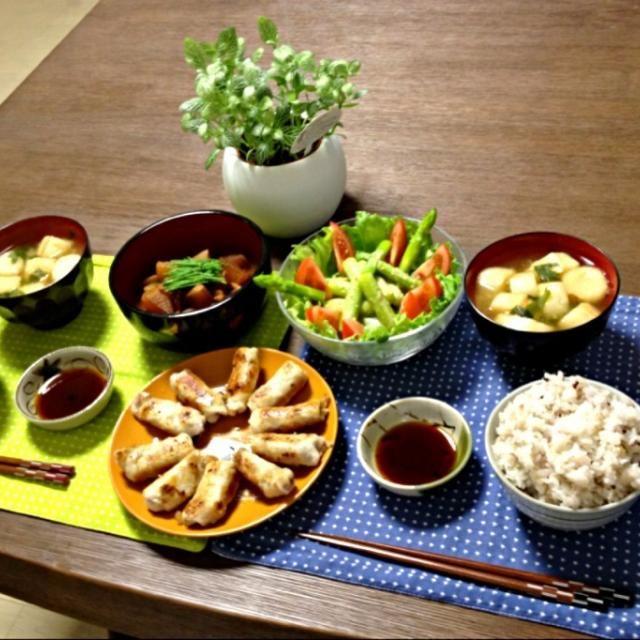 醤油・酢・ハチミツで作ったタレは、さっぱりしてて長芋に合うよ。つい食べ過ぎちゃいそう!f^_^;) - 18件のもぐもぐ - 長芋の肉巻き、イカと大根の味噌煮、アスパラサラダ、ふのお味噌汁、雑穀米 by pentarou