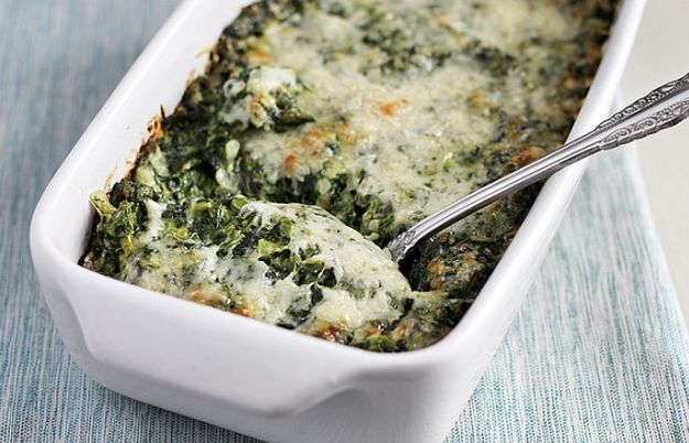 Creamed Spinach Gratin | 17 Thanksgiving Side Dishes For A Joyous Celebration | These Hearty and Really Delicious Recipes are a Must On Your Table This Holiday! Check it out at http://homemaderecipes.com/thanksgiving-side-dishes/