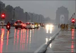 राष्ट्रीय राजधानी दिल्ली में सोमवार सुबह लोगों की
