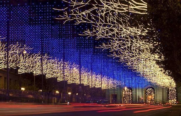 Si hay algo muy navideño en Madrid son sus luces, vente a visitarlas con nuestros personajes navideños y con degustación de chocolate con roscón