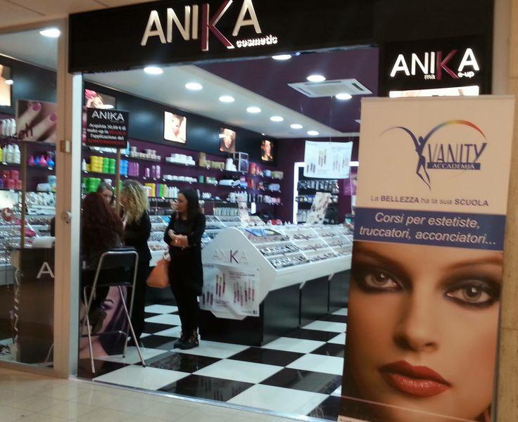 L'applicazione del semipermanente c/o Anika Makeup Volla, in collaborazione con Accademia Vanity.