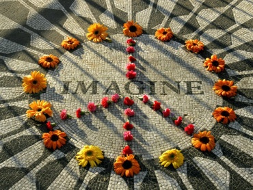 Strawberry Fields; John Lennon Memorial in New York's Central Park