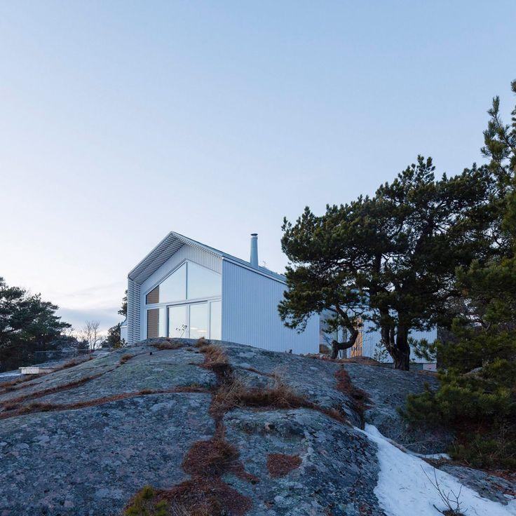 https://www.dezeen.com/2017/05/28/mer-arkkitehdit-stormvillan-house-spruce-clad-hanko-finland/