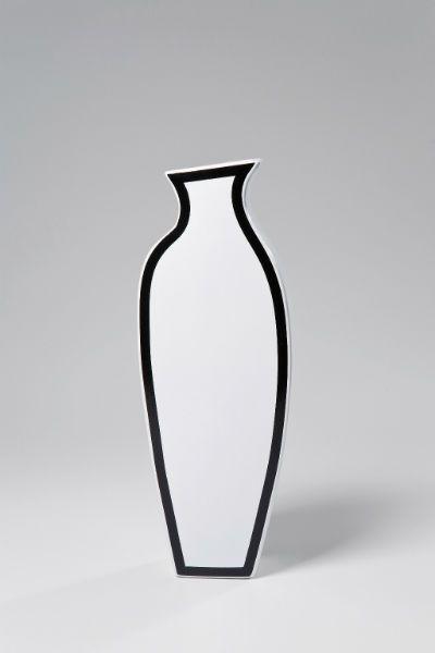 Βάζο Frame White 41CM Ξεχωριστό πήλινο βάζο με πρωτότυπη ασπρόμαυρη σχεδίαση, ένα κομμάτι που σίγουρα λείπει από τη συλλογή σας.