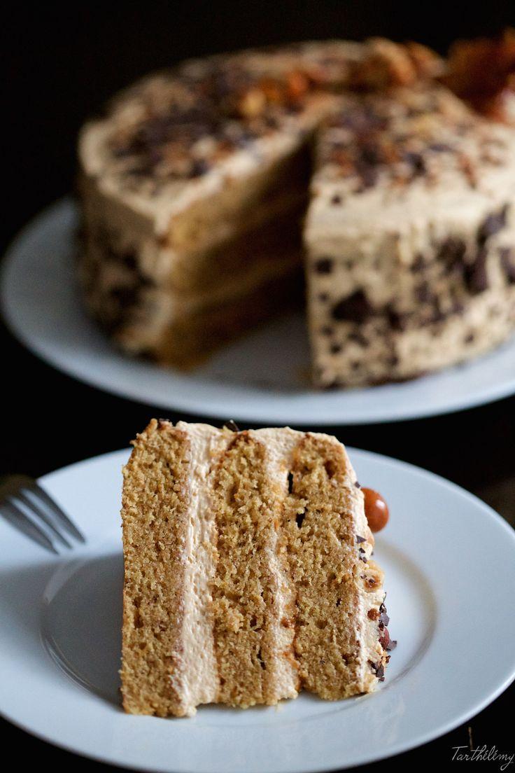 Hola chic@s! Llevaba tiempo sin hacer una tarta súper golosa con capas de bizcocho y crema… Hoy os propongo una receta deliciosa con mi licor favorito ;-) Un bizcocho muy tierno de avellanas …