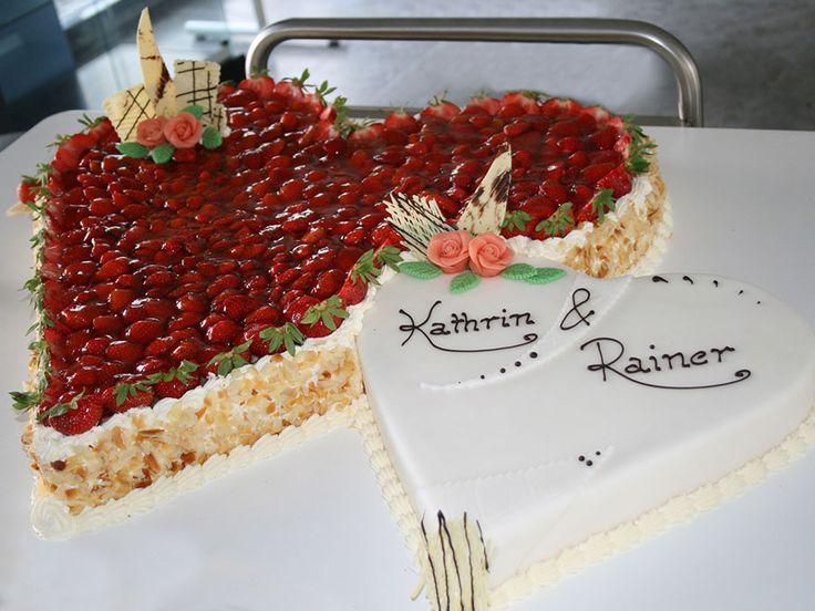 Liebe liegt in der Luft! Feine Tabler Hochzeitstorten mit frischem Obst für die beginnende Hochzeitssaison.